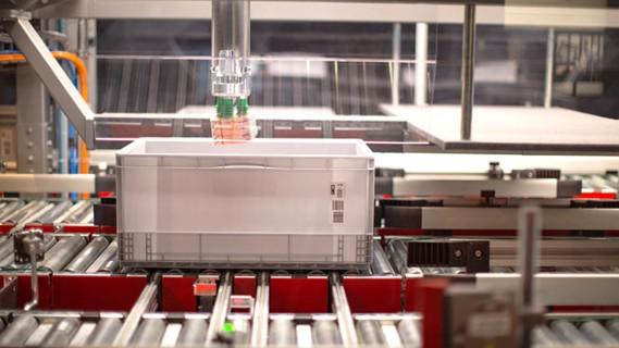 PickCenter Rovolution - Vollautomatische Split-Case-Kommissionierung per Roboter.