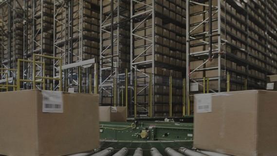 Automatischer Wareneingang - Vereinnahmung und Lagerung von Kartons.
