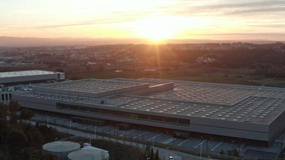 Das hochautomatisierte globale Multichannel-Distributionszentrum.