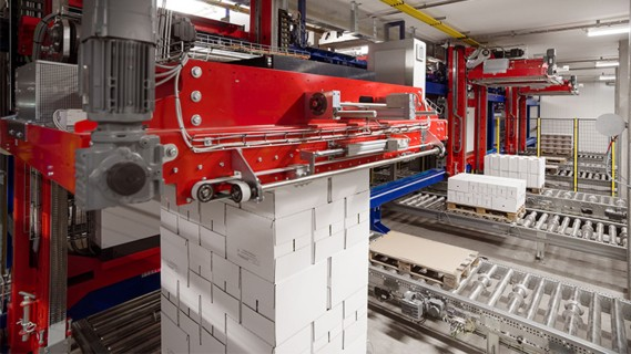 Three TGW gantry robots palletize milk products in an automated process.