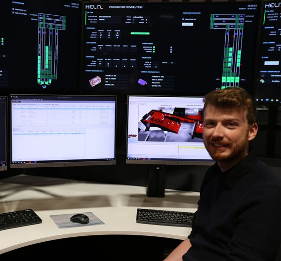 TGW insights: Florian Kagerer in the helix at the computer.