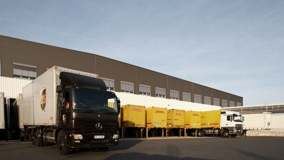 From goods receiving, the goods are routed to an automated pallet warehouse.