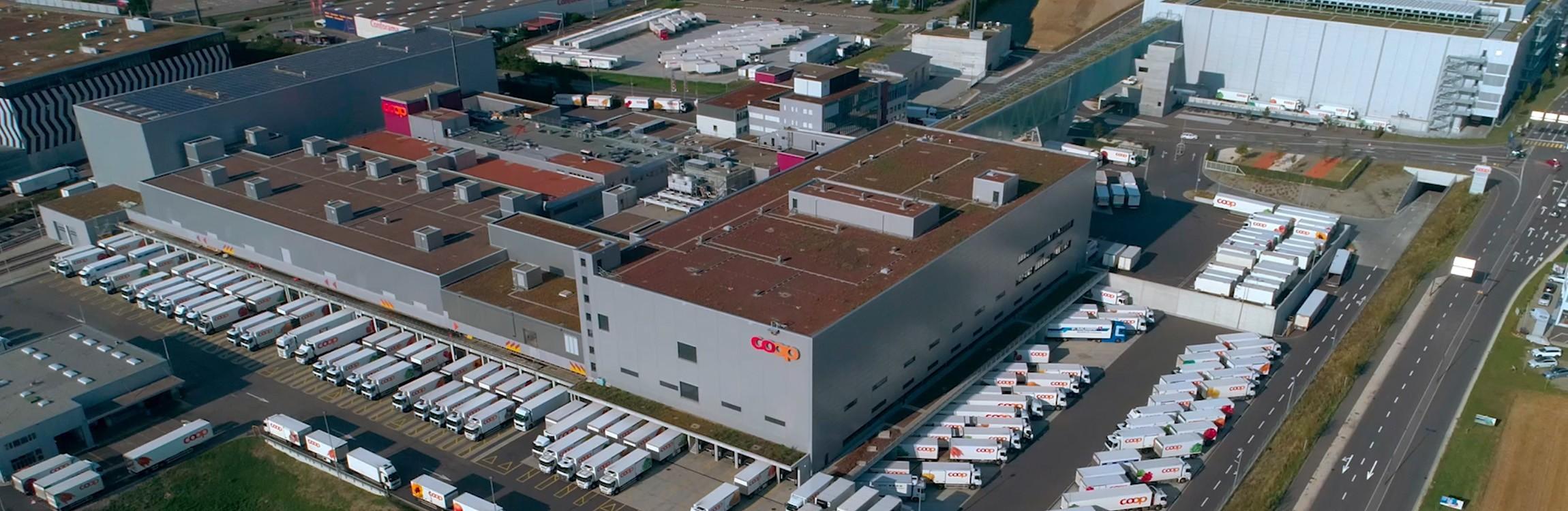 Das Logistikzentrum für gekühlte Ware sowie das vollautomatisierte Tiefkühllager.